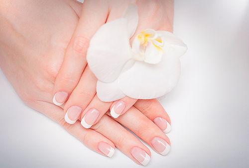 60% Manicure con Esmaltado Permanente, Providencia.