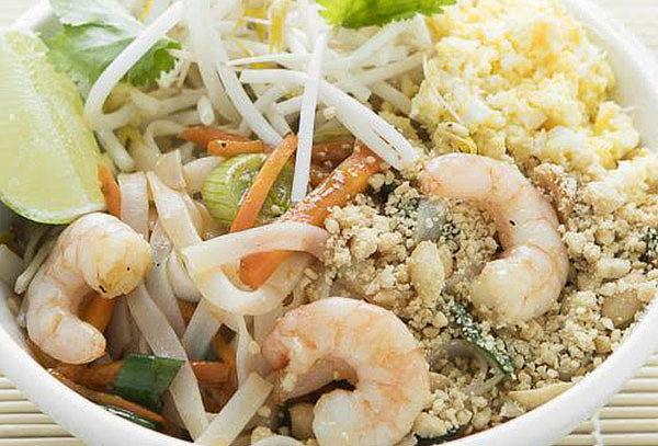 Almuerzo + bebida en Cocothai, Elige menú! Av. Santa Isabel.