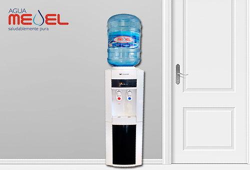 Dispensador Frio/ Caliente + 2 Botellones de Agua 20 lts