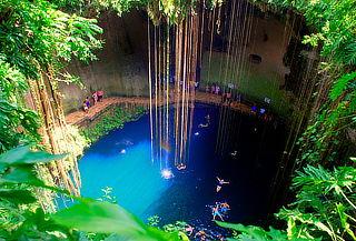 México, Zona Arqueológica de Chichén Itzá y un Cenote