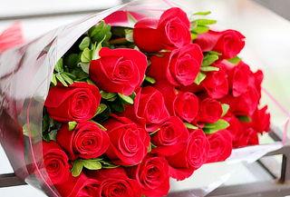 Combo de Bouquet 24 Rosas Tipo Exportación + Envío + Globo
