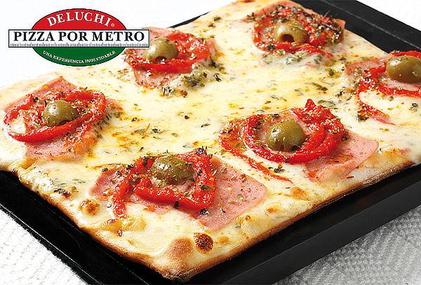 DELUCHI: 1/2 Metro o 1 Metro de Pizza. Válido en 4 Sedes