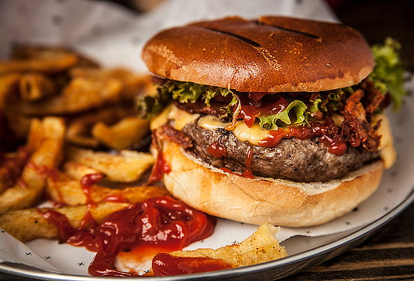 Hamburguesa o Sandwich + Acompañamientos + Bebida