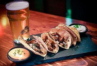 Para 2  Hamburguesa o Alitas o Tacos en Murdoc Beer Grill