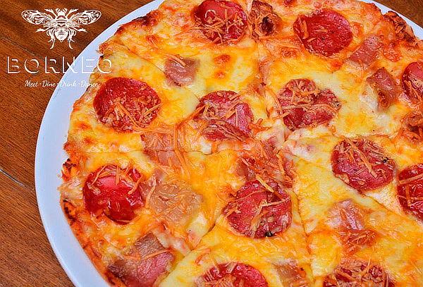 Entrada + Pizza Mediana + Bebidas para 2 o 4 en Provenza