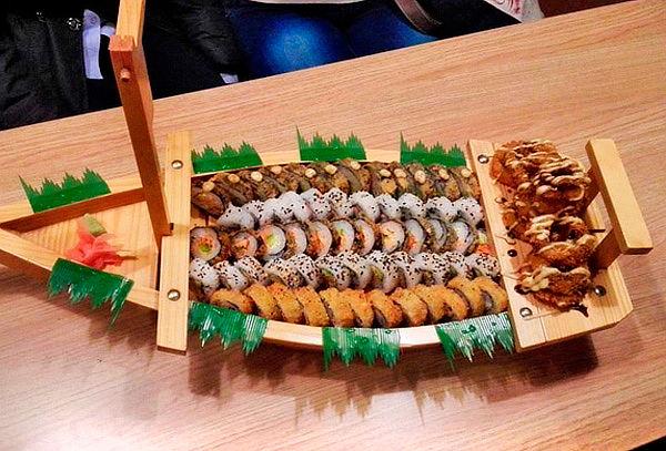 Barco de 20 o 40 Piezas de Sushi más Entrada Cedritos