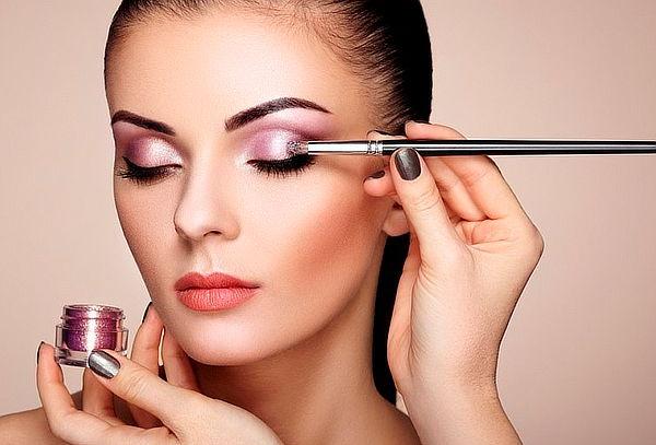 Pack de Maquillaje con Blower en Zona T