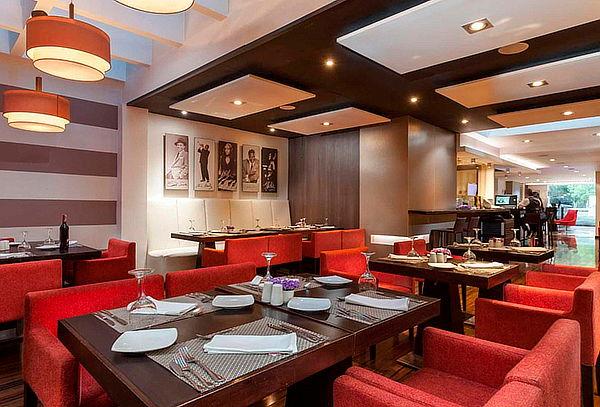 Cena Romántica en Restaurante Hotel Jazz Apartments 1535