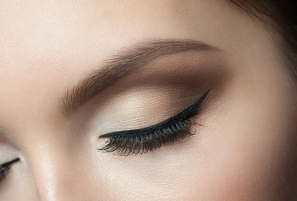 Delineado de Ojos con Micropigmentación (Línea Negra)
