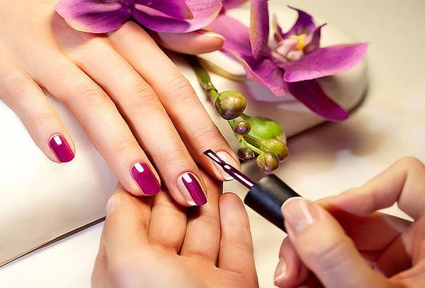 Manicure con Esmaltes Semipermanentes