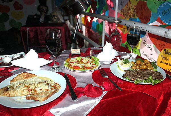 Cena Romántica de Churrasco Argentino + Vino en Santa Isabel
