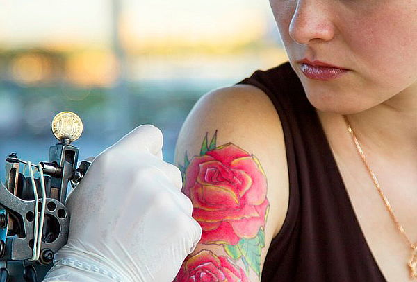 Tatuaje Corporal Blanco y Negro o Color - Caligrafía