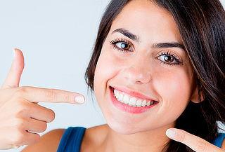 Diseño de Sonrisa con Carillas en Resina + Posicionamiento