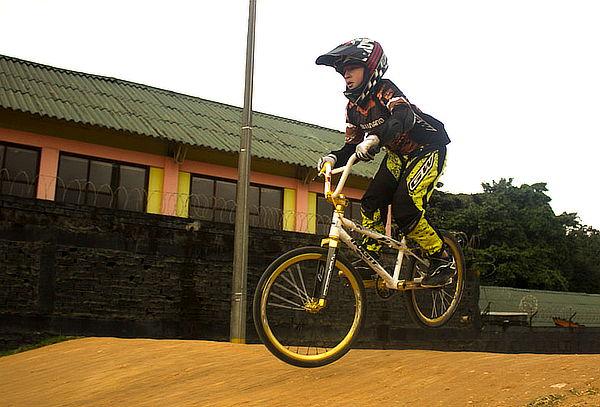 1 Mes de Clases Bicicross Profesional para Niño(a)s