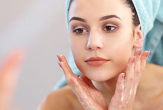 Limpieza Facial con Máscara Carbonatada