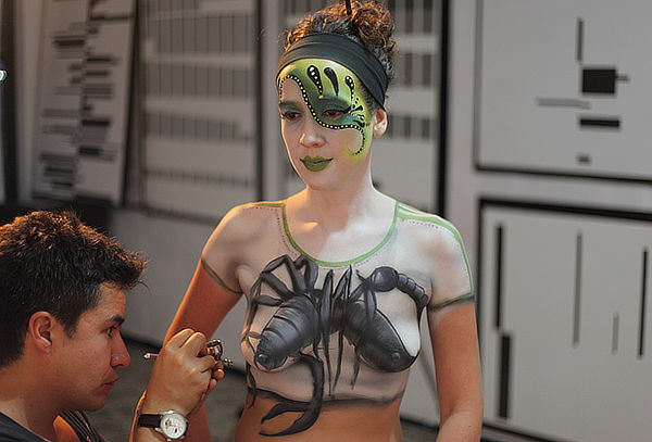 Foto Estudio de Body Paint  En Mazurén