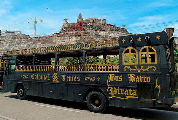 Recorre Cartagena en Bus BARCO PIRATA
