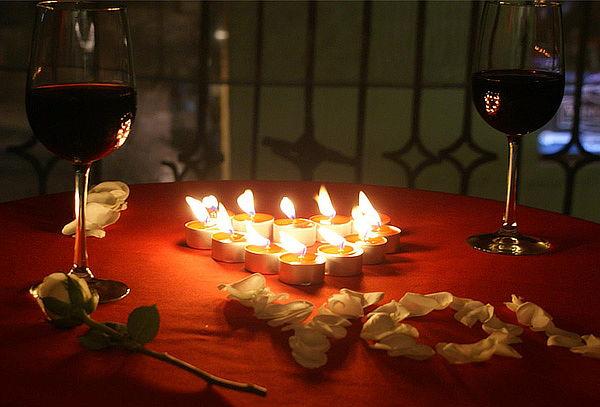 Cena Romántica para Pareja con Vino + Postre en Normandía