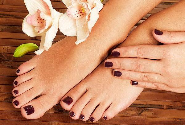 Manicure + Pedicure + Hidratación de Pies para 2