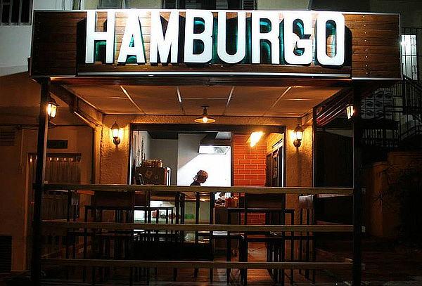 Entrada + 2 Hamburguesas + Papas + Bebidas