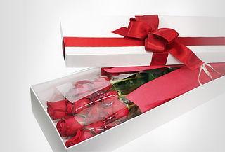 Caja Decorada con 12 Rosas Tipo Exportación + Globo