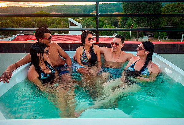 Para 2: Escapada y Cena Romántica Hotel Bora Bora Melgar