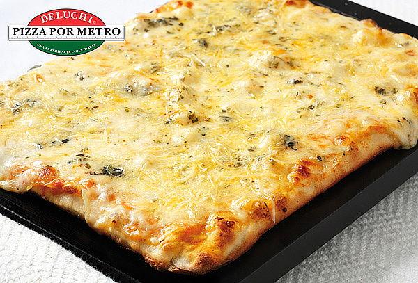 DELUCHI: 1/2 Metro o 1 Metro de Pizza. Válido en 3 Sedes
