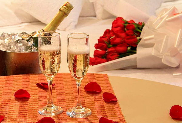 Estadía Romántica + Cena + Decoración en Hotel Best Day