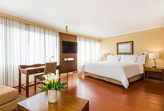 COSMOS 100: Alojamiento en Suite + Desayuno