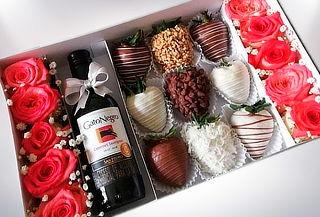 Combo 10 Rosas Piba de Vino Gato Negro, 9 Fresas