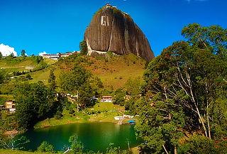 Rio Claro y Guatapé Ruta Paisa 2 Días 1 Noche