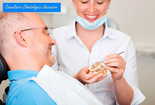 Implante Dental en Titanio con Odontólogo Especializado