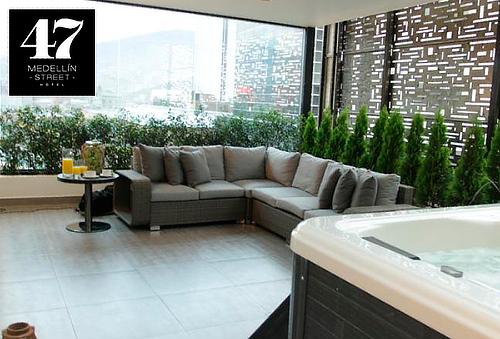 Medellin: Alojamiento para 2 en Habitación VIP + Desayuno