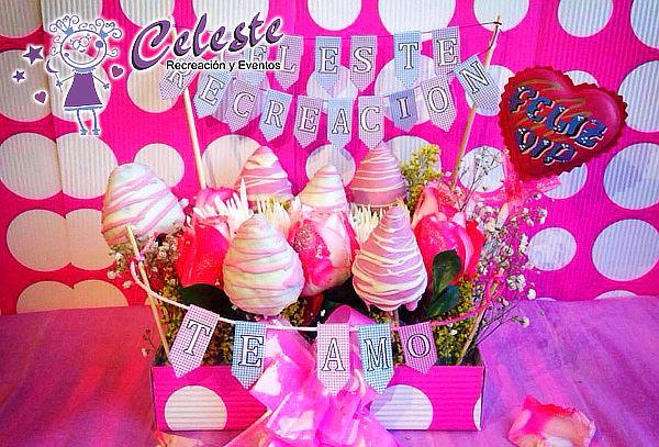 Detalle Sorpresa con Fresas Achocolatadas y Flores