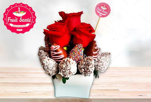Arreglo 20 Fresas Achocolatadas + 6 Rosas a Domicilio