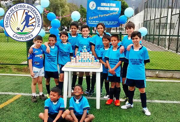 Mes de Entrenamiento de Fútbol para Niños y Niñas