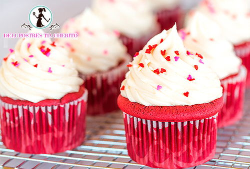 24 Cupcakes Grandes o 30 Medianos + 6 Minicupcakes