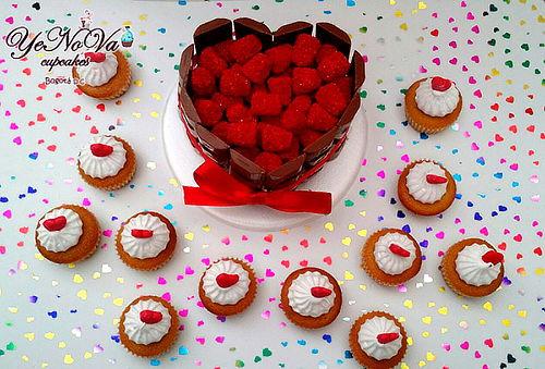 Torta Jet de Corazón + 12 Mini Cupcakes