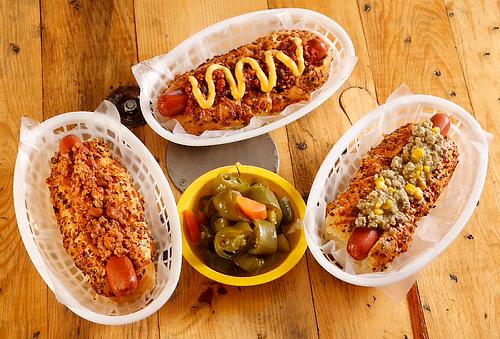 Hot Dogs Jumbo + Cervezas, Papas y Más para 2 o 4 al 50%