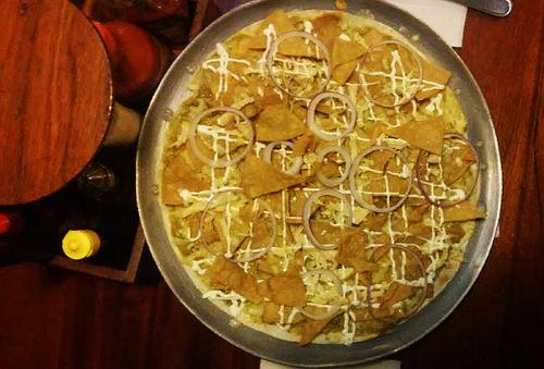 Exquisita Pizza de CHILAQUILES + Chelas para 2 o 4 al 40%