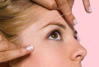 Diseño de ceja y depilación con hilo en rostro completo