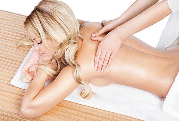 2x1 en masaje relajante con envoltura de coco