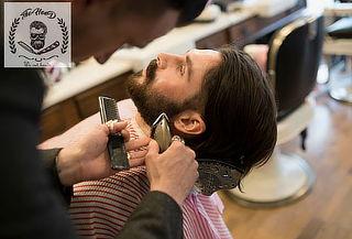 Arreglo de barba con diseño o Afeitado completo + Facial