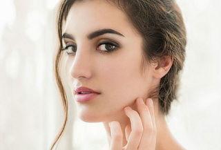 Microblanding en cejas pelo a pelo con retoque incluido