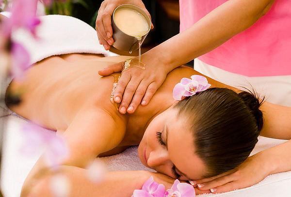 Masaje relajante cuerpo completo con aceites naturales