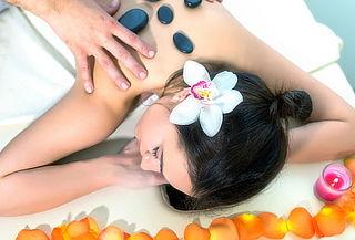 Masaje con Piedras Calientes + Facial y más para 1 o 2