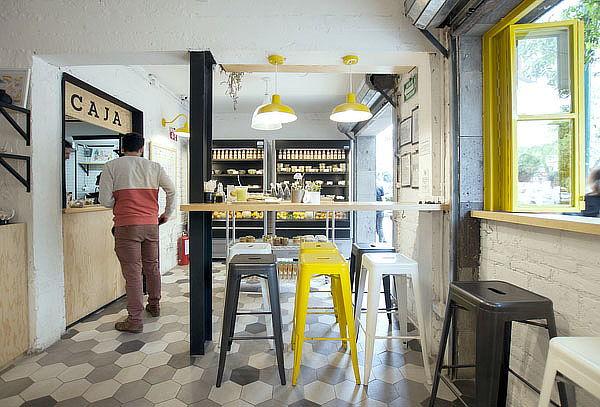 1, 2 ó 4 Cafés grandes ó Frappes a Elegir en Amati Deli