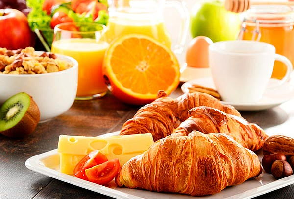 Desayuno Completo + Plato fuerte para 2 en ¡Amakafe!