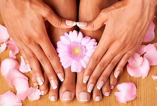 EXPRESS: Manicure y Pedicure Spa + Gelish en Gioventu Spa