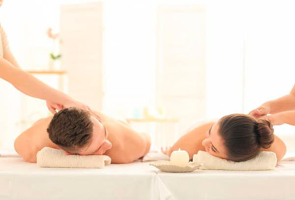 Masaje holístico-energético con cuarzos y aceite de menta